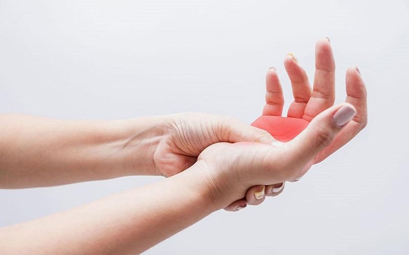 Biểu hiện của bệnh tê tay