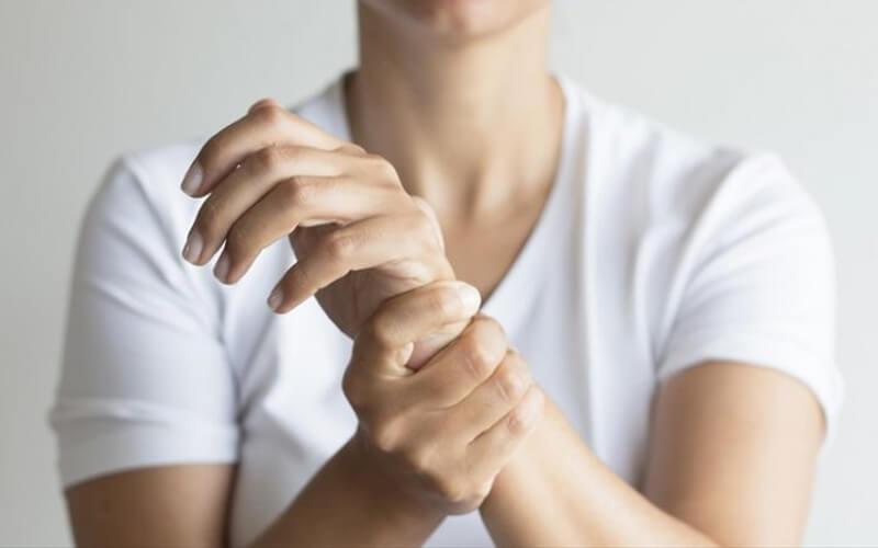 Bong gân cổ tay