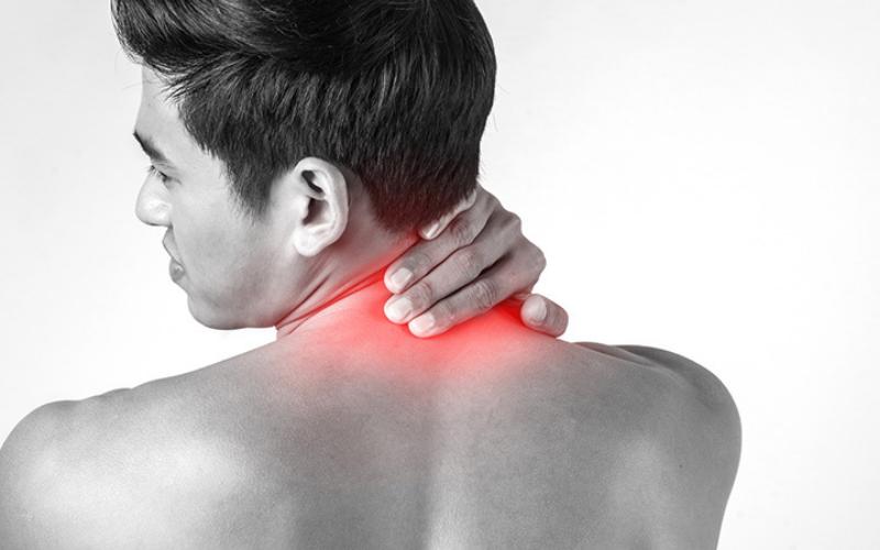 đau mỏi vai gáy cách điều trị như thế nào