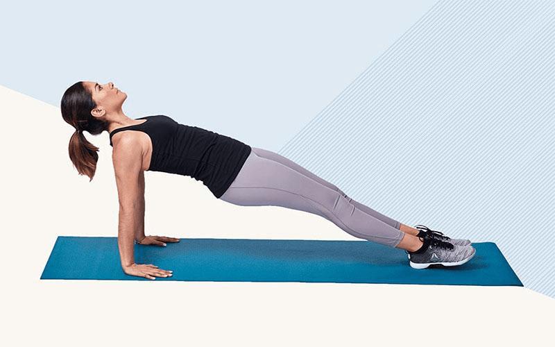 bài tập tăng vòng 1 bằng plank nâng tay